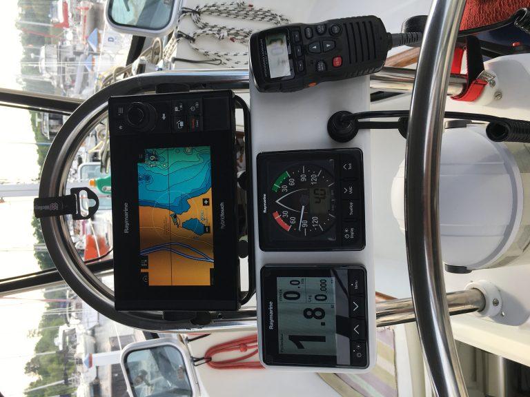 5 Instruments cockpit.JPG